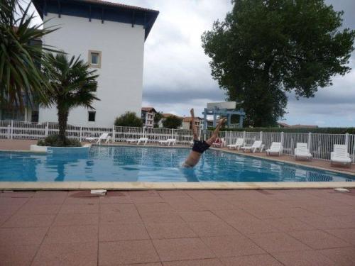 Joli t2 avec piscine dans la baie de saint jean de luz for Camping st jean de luz avec piscine