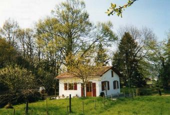petite maison ind pendante au pays basque location g te saint jean le vieux pyr n es. Black Bedroom Furniture Sets. Home Design Ideas